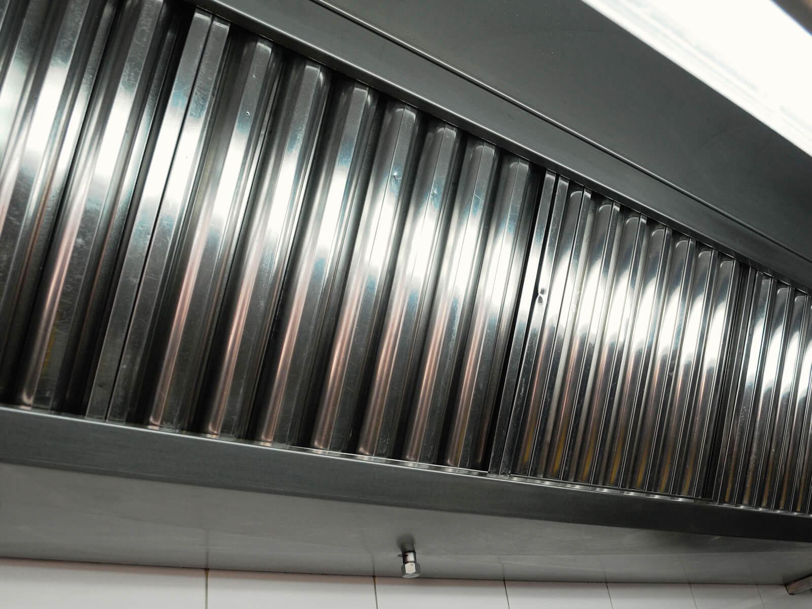 Küchenabluftanlage die von Hug Lüftungsanlagen gereinigt worden ist.
